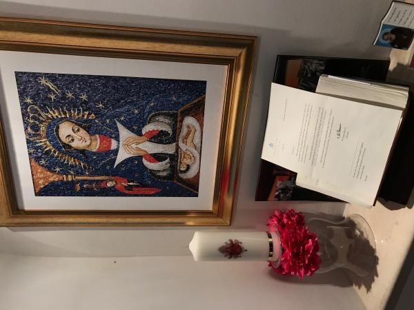 Papa Francisco Agradecido al Recibir Cuadro con la Imagen de Nuestra Señora de la Altagracia