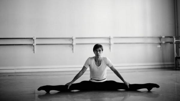 Por qué Moscú pospuso el estreno de la obra sobre la vida del bailarín Rudolf Nureyev del ballet Bolshói