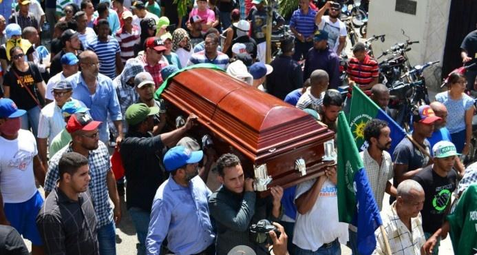 Sepultan restos de dirigente del Falpo en San Francisco de Macorís en medio de manifestaciones