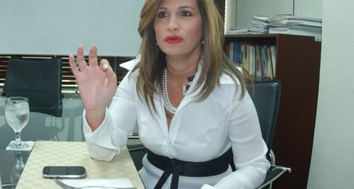 """Circe Almánzar dice """"hay confusión"""" en la prohibición de vehículos pesados por el Malecón"""