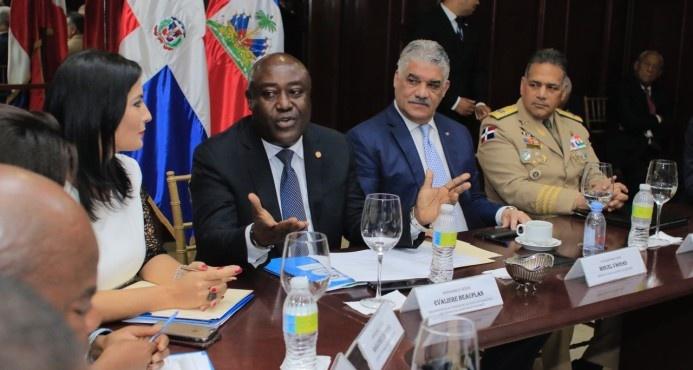 Canciller Miguel Vargas recibe visita de delegación de funcionarios y congresistas haitianos