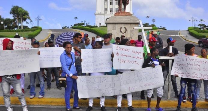 Recicladores del vertedero de Rafey realizan peregrinación hacia el Palacio Nacional