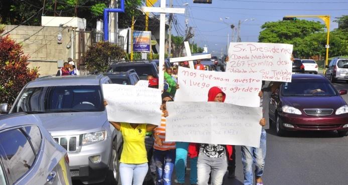 Buzos de Rafey inician caminata desde Santiago hasta el Palacio Nacional