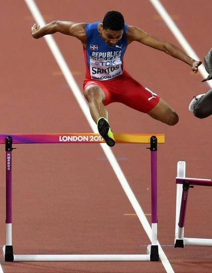 Juander Santos clasifica a la final de los 400 metros con vallas