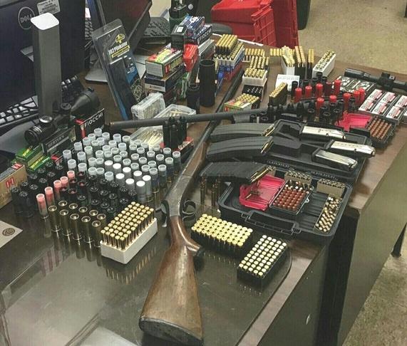 Apresan en Brooklyn hombre tenía más de 2,300 balas diferentes calibres