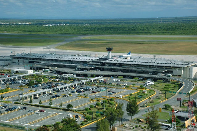 Avión que repatriará españoles en San Martín despegó de Santo Domingo