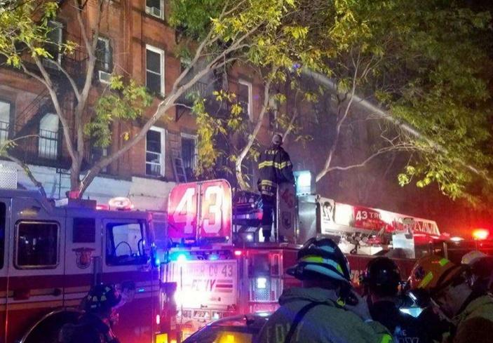 Resultado de imagen para Incendio en Brooklyn deja 14 personas heridas, incluyendo 4 bomberos