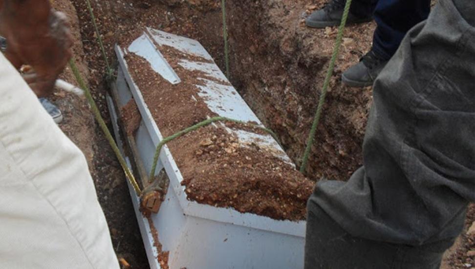 En el cementerio de Guayacanes no cabe un muerto más