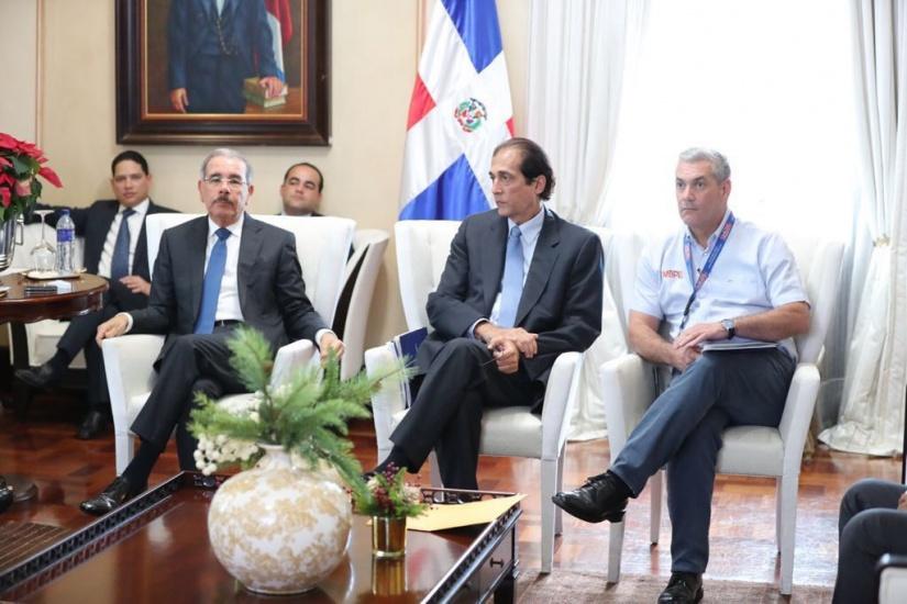 Danilo Medina se reúne con sector transporte del Gobierno en la construcción de Plan