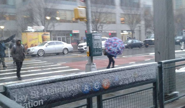 Hasta tres pulgadas de nieve pueden caer hoy; algunas escuelas cerradas por tormenta en Nueva York