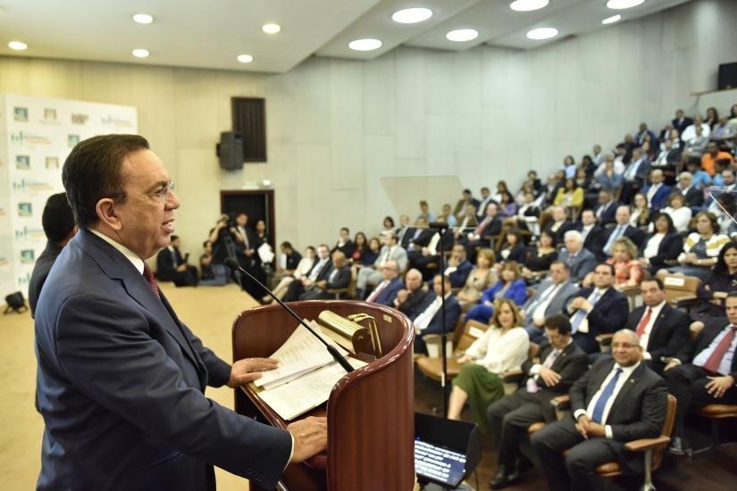 Valdez Albizu anuncia Estrategia de Inclusión Financiera para Dominicana
