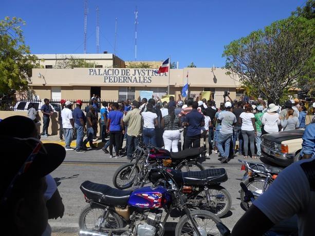 Haitianos dejan zona; autoridades RD garantizan el orden — PEDERNALES