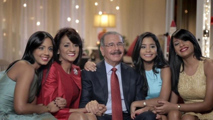 Presidente dominicano reconoce a 13 mujeres con Medalla al Mérito