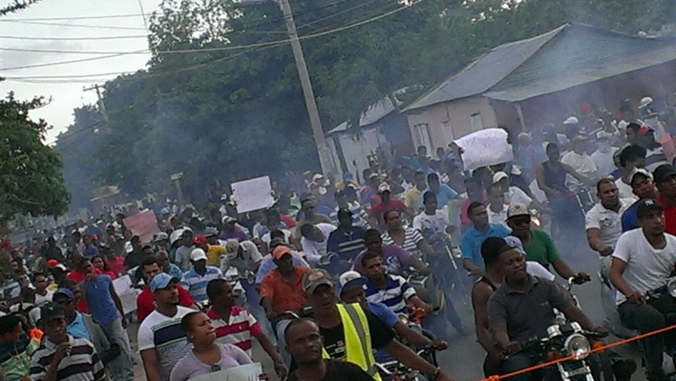 Dan plazo a haitianos para salir de Pedernales, presidente envia tropas para evitar caos