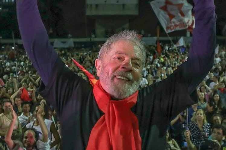 Dos heridos en ataque a tiros contra manifestantes pro-Lula en Brasil