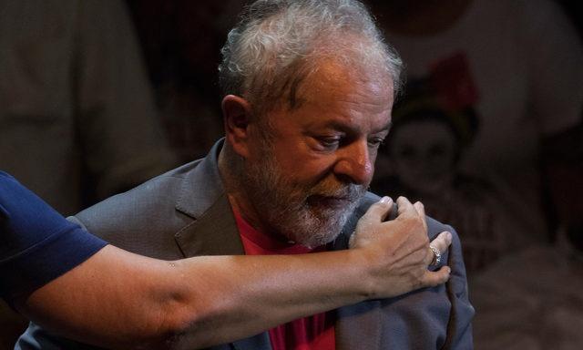 """Lula se entregaría hoy tras participar de una misa"""""""
