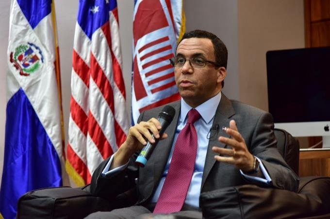 Andrés Navarro anunciará su proyecto presidencial en los próximos días
