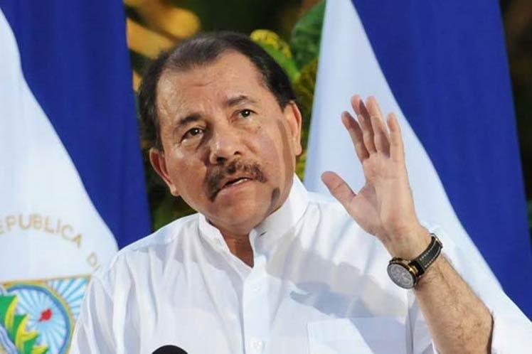 Presidente de Nicaragua se reúne con líderes religiosos para contener protestas violentas