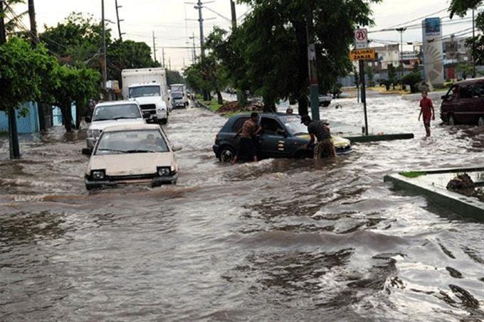 Lluvias torrenciales en comunidades dominicanas, desde la madrugada llueve copiosamente