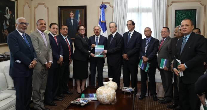 Presidente Medina aprueba el inicio del plan de reordenamiento del río Yaque del Norte
