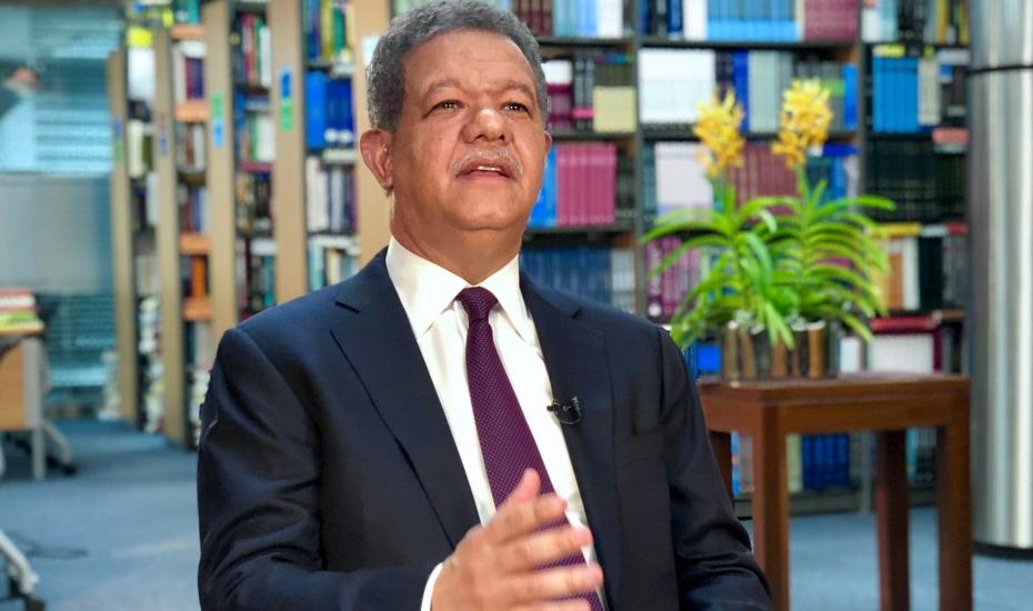 Ex Presidente Fernández fustiga partidos y dice hoy es un día decisivo para la democracia