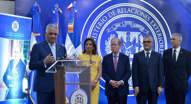 """Canciller Miguel Vargas anuncia ganador """"Premio al Emigrante Dominicano"""""""
