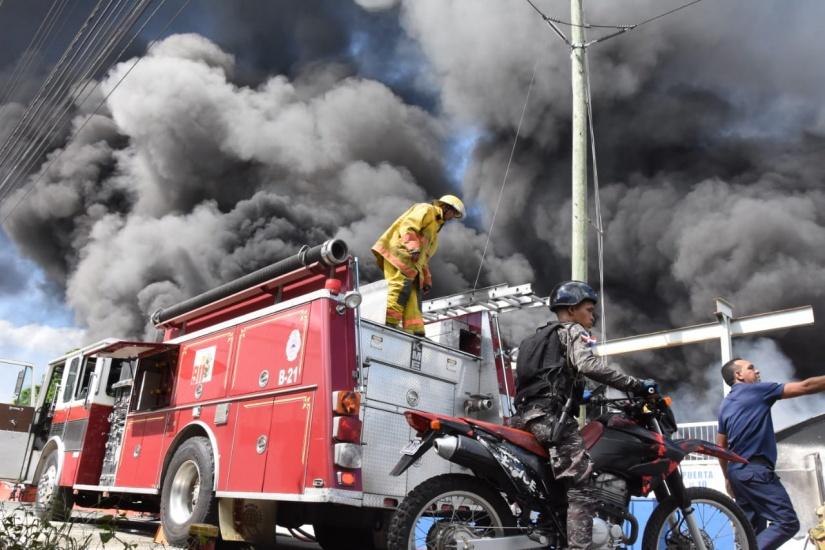 Policía Nacional se solidariza con las víctimas de explosión y refuerza seguridad en la zona
