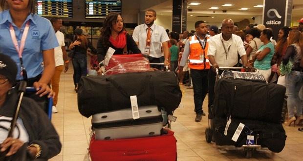 Dominicanos en el exterior dispondrán de una gracia navideña de 3 mil dólares