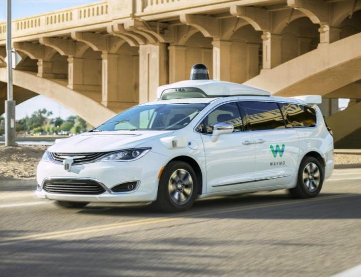 Alphabet anuncia su primer servicio de taxis autónomos: Waymo One