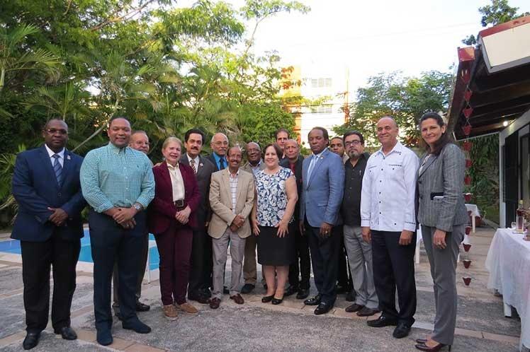 Embajadora despide delegación dominicana a Conferencia en Cuba