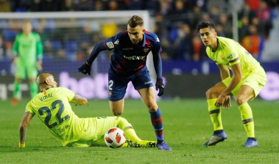 El Levante supera por 2-1 al Barcelona en la ida de los octavos de final