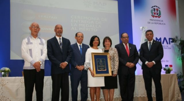 Gobierno galardona a 854 servidores públicos con la Medalla al Mérito