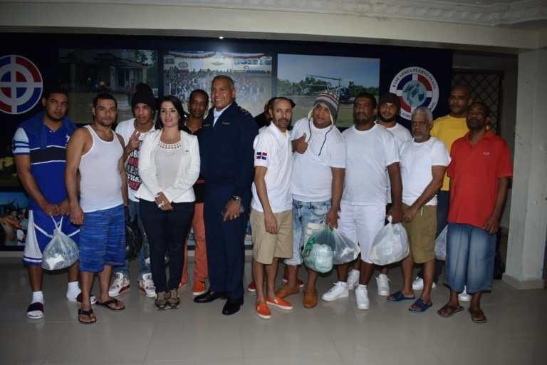 23 pescadores dominicanos de un grupo de 46 presos desde junio en Las Bahamas regresan al país