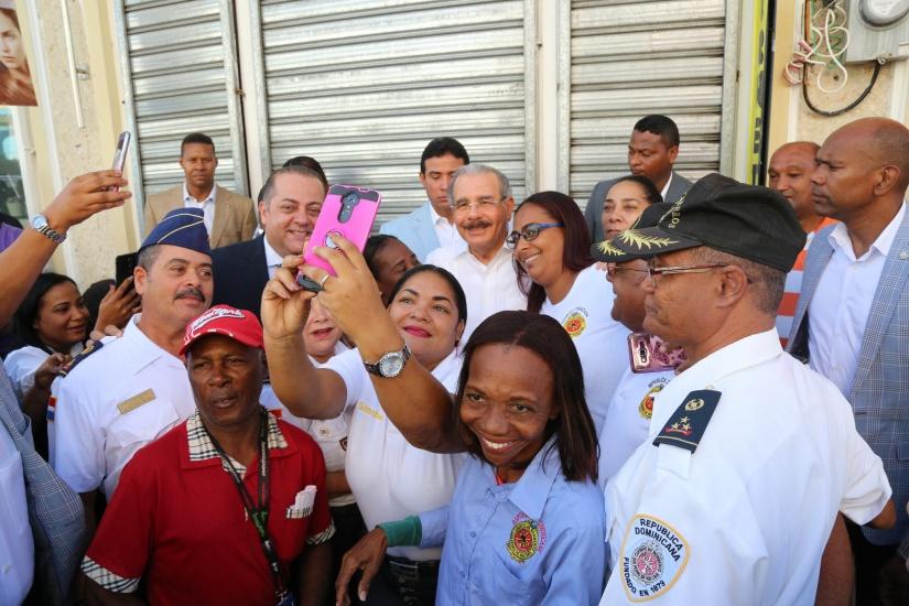 Danilo Medina realiza amplio recorrido por San Pedro de Macorís; evalúa oportunidades de desarrollo para la provincia y su gente