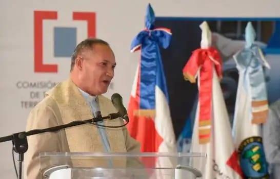 Cura de Castañuelas pide a Danilo Medina se reelija en el 2020