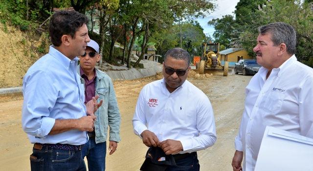 Avanza en 75 por ciento reconstrucción de Carretera Turística