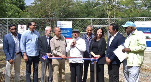 Autoridades inauguran humedales artificiales en Santiago