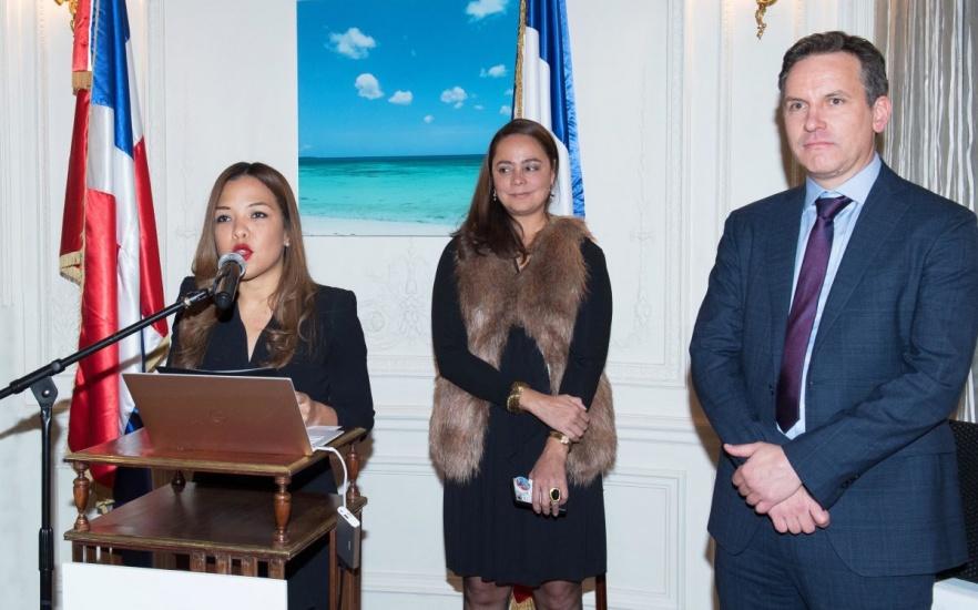 Embajada en Francia promueve con libro el turismo dominicano
