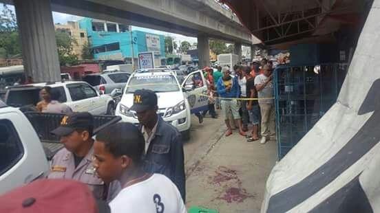 Hombre mata otro y hiere tres personas más tras accidente de transito en Villa Mella