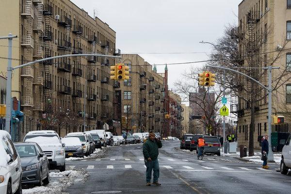 Padres del Bronx expresan preocupación por posible venta marihuana en bodegas