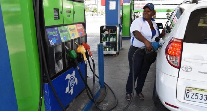 Resultado de imagen para Combustibles suben entre diez centavos y RD$4.60