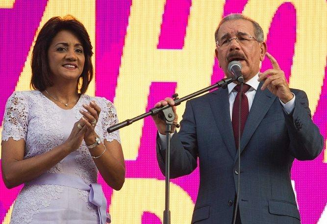 Presidente Danilo Medina resalta cualidades de las mujeres dominicanas y les expresa su respeto