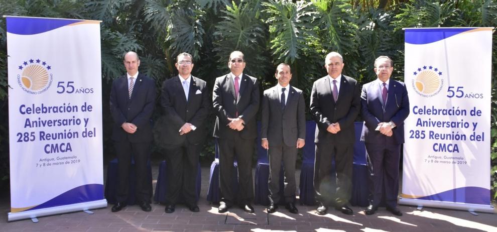 Gobernador Valdez Albizu participa en reunión y aniversario del CMCA