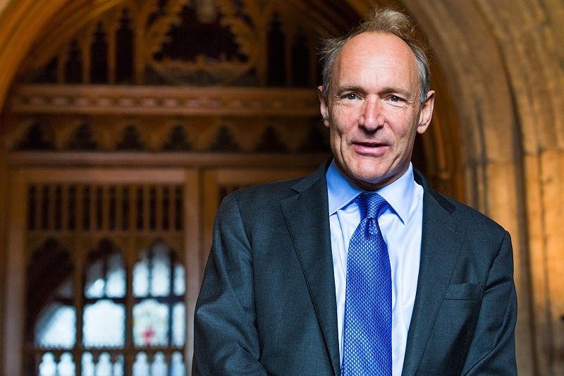 Tim Berners-Lee celebra 30 aniversario de la WEB instando a su protección