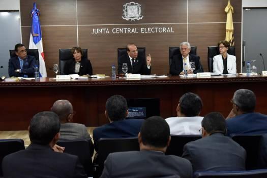 Pleno JCE otorga plazo de 15 días para retirar propaganda electoral en espacios públicos
