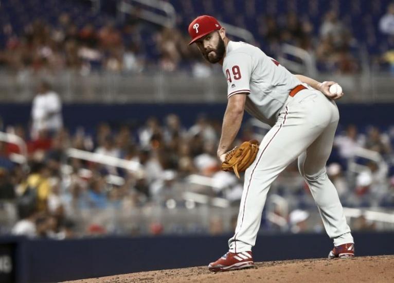 Jake Arrieta llega a los 100 triunfos en las Mayores; Mets, Padres y Cerveceros siguen líderes