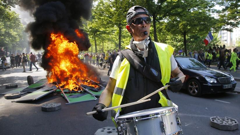 Fuego, humo y gas lacrimógeno: París vive una masiva protesta de los 'chalecos amarillos'