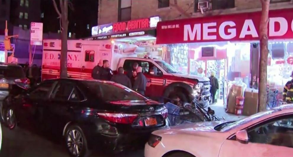 Cuatro heridos cuando ambulancia embiste bodega de dominicanos en el Alto Manhattan