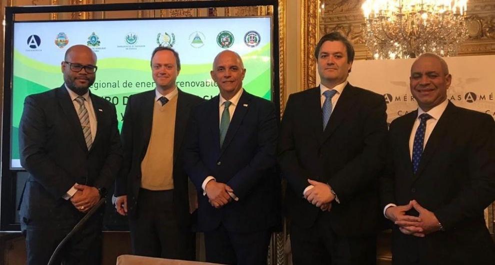 Director del CNE promueve inversión en energía renovable