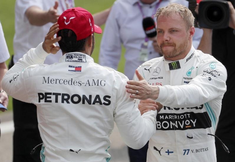Hamilton felicita a Bottas que ganó la 'pole position' en el Gran premio de China de mañana